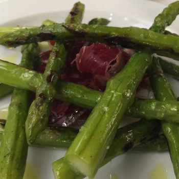Grilled green asparagus with cured ham