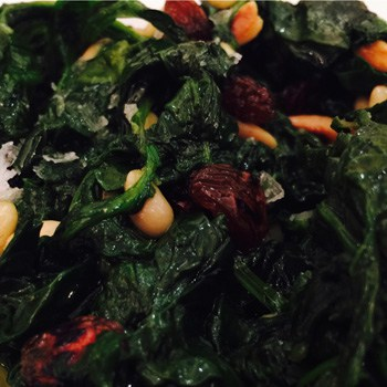 Spinach Catalan style (with raisins and pine nuts)